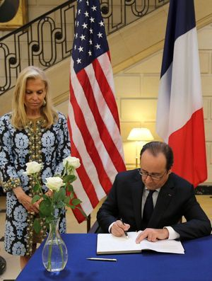 Hollande à l'ambassade des Etats-Unis à Paris.