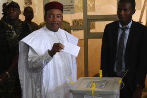 Le 20 mars 2016, Mahamadou Issoufou est le seul candidat en liberté