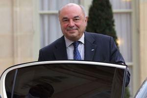 """L'ancien président de La Poste, Jean-Paul Bailly, devra rendre un rapport sur """"les exceptions au repos dominical dans les commerces""""."""