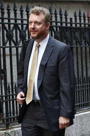 Jonathan Egol, l'ancien chef de Fabrice Tourre, arrive au tribunal, le 19 juillet.