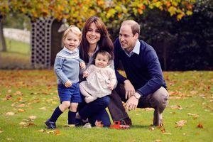 Le prince William, son épouse la duchesse de Cambridge, née Kate Middleton, et leurs enfants, le prince George et la princesse Charlotte, en octobre 2015.