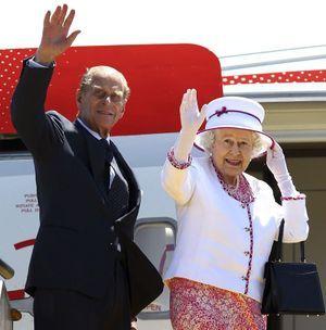 La reine Elizabeth II et son époux Philip, en partance pour l'Australie en 2011