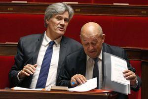 Stéphane Le Foll et Jean-Yves Le Drian à l'Assemblée nationale, le 12 novembre.