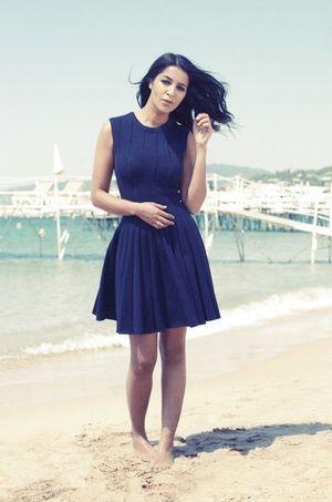 Leïla Bekhti sur la plage de l'hôtel Martinez à Cannes en mai 2014.