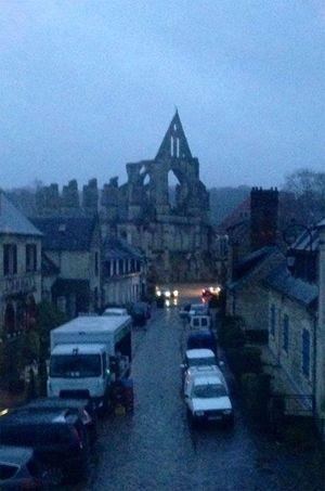 La traque reprenait vendredi matin au lever du soleil autour du village historique de Longpont, dans l'Aisne.