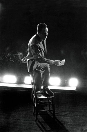 """Les répétitions au théâtre Antoine de la pièce """"Les possédés"""" d'Albert Camus, mise en scène par l'auteur."""