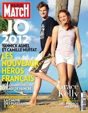 Camille Muffat, avec Yannick Agnel, à la Une de Paris Match en août 2012.