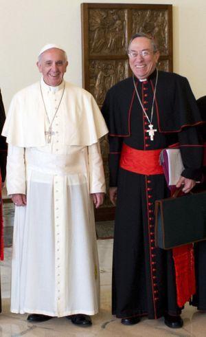 Avec lui, François aime travailler, refaire le monde et rire. En nommant le cardinal Maradiaga à la tête du Conseil des cardinaux pour l'aider à réformer la curie romaine, le Souverain Pontife a déclenché une petite révolution. Celui qui est aussi archevêque de Tegucigalpa est une sorte de « Premier ministre bis ».