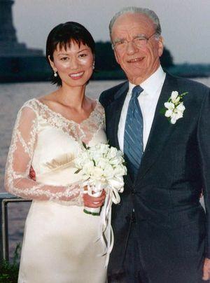 Le 25 juin 1999, le couple célèbre son mariage sur le yacht de Murdoch amarré dans le port de New York.