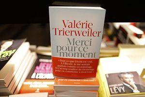 """""""Merci pour ce moment"""", le livre de Valérie Trierweiler"""