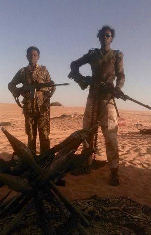Deux jeunes membres du MJRN dans le désert nigérien, septembre 2016