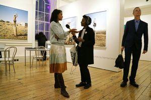 """La photographe Namsa Leuba auteur de la série """"Zulu Kids"""" exposée par la galerie Art Twenty One à Lagos au Nigeria, ici dans l'espace dédié au 1:54 à Londres le 6 octobre 2016"""
