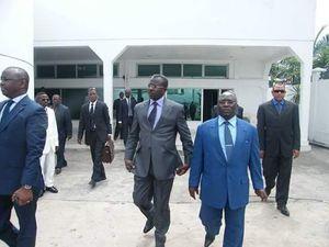 """Avant de devenir un """"terroriste"""", le pasteur Ntumi (au centre) a longtemps été conseiller à la Promotion des valeurs de paix auprès du président Sassou Nguesso"""