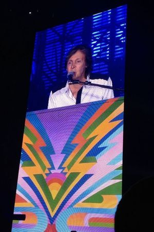 Paul McCartney sur la scène du Dodger Stadium.