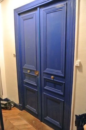 La porte de l'appartement du 4e étage.