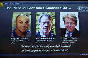 Les trois lauréats du prix Nobel d'économie, Eugene Fama, Lars Peter Hansen et Robert Shiller.