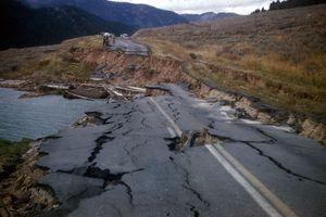 Une route détruite en Oklahoma.