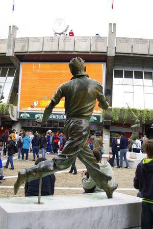 Les matches sont diffusés sur écran géant à l'entrée des courts.