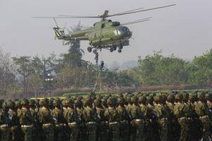 La grande parade militaire annuelle en Birmanie.