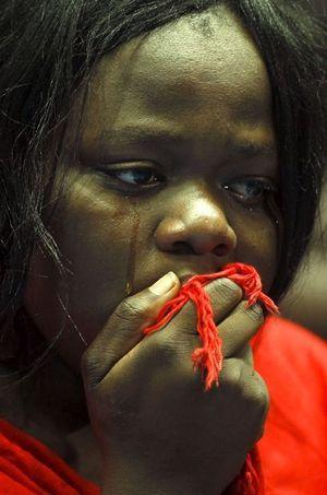 Les larmes d'une survivante de l'Université de Garissa.