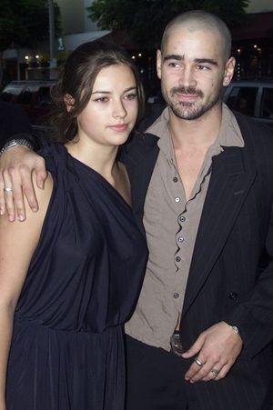 Amelia Warner et Colin Farrell à Los Angeles en août 2001