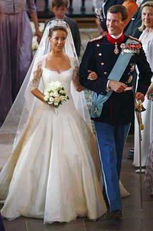 Marie Cavallier a épousé le prince Joachim de Danemark le 24 mai 2008 dans le village de Mogeltonder