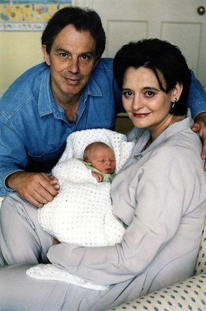 Le couple Blair et son petit Leo.