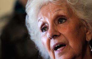 Estela de Carlotto à une conférence de presse à Buenos Aires en mai 2013.