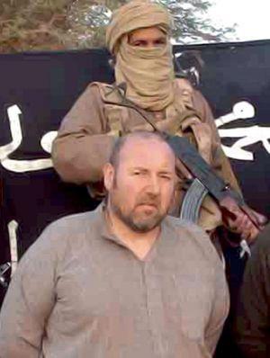 Serge Lazarevic, peu de temps après son enlèvement le 24 novembre 2011. Il était au Mali pour y construire une cimenterie. Photo communiquée le 9 décembre 2011 par Aqmi (Al-Qaïda au Maghreb islamique).