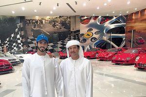 Cheikh Khalifa et son père, le sultan Al Nahyan.