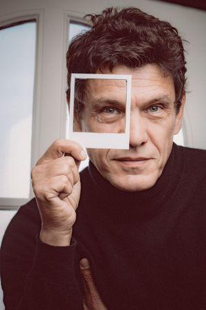 Marc Lavoine, adepte du Polaroïd.