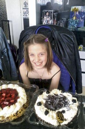 Chloé, tout sourire, fête alors ses 9 ans.