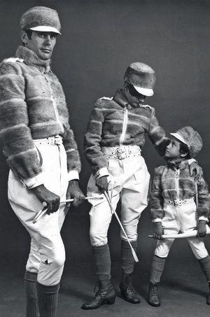 En 1967, Karl fait participer Silvia, 5 ans, à la campagne de la collection fourrure unisexe.