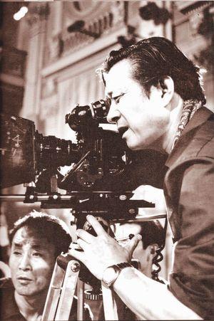 Shin à la caméra pendant le tournage de « Mission sans retour » (1984) qu'il réalisa pour Kim Jong-il.