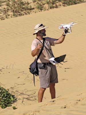 Séance de travail avec drone et caméra : Alexandre réalise une série documentaire.