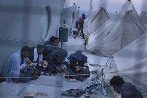 Le camp de réfugiés à Kos compte 7 tentes pour 170 personnes.