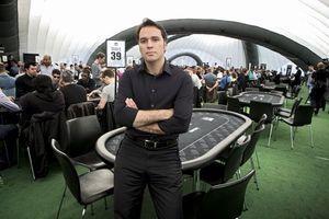 Laurent Tapie, 36 ans, pendant le premier International Stadium Poker Tour qu'il a organisé au stade de Wembley. Il a pris la tête de toutes les filiales du groupe Tapie et fait son entrée à « La Provence », au pôle multimédia.