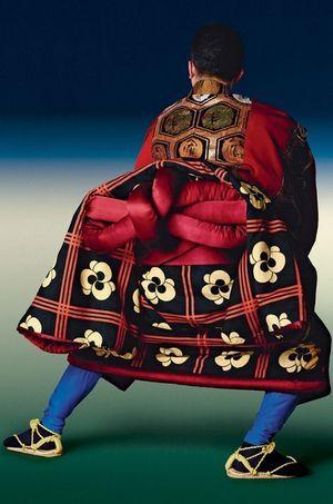 """Nigo s'est inspiré des armoiries de la famille d'Ennosuke, le blason """"Three Monkeys"""". Un enchevêtrement de cercles."""