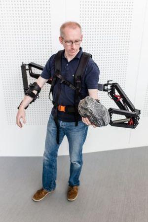Démonstration du squelette externe Robo-Mate à Stuttgart.