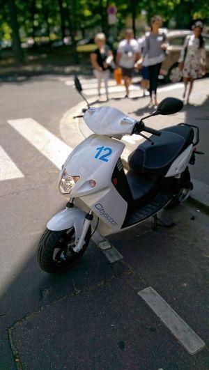 Le scooter électrique CityScoot, dans sa livrée blanche.
