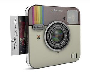 Socialmatic Instagram s'est inspiré de Polaroid. C'est au tour de celui-ci de surfer sur la vague Instagram. Socialmatic et Polaroid sont parvenus à un accord. L'appareil photo devrait être disponible au premier trimestre 2014.