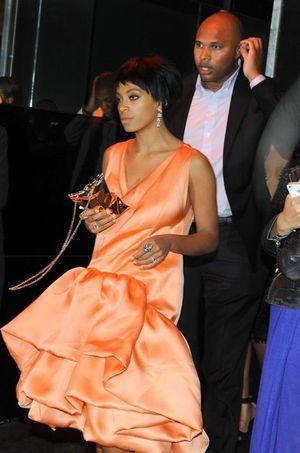 Solange Knowles quittant le Standard Hotel après l'altercation dans l'ascenseur.