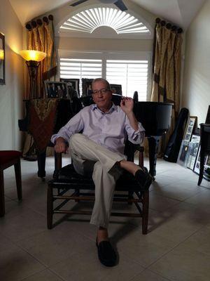 Stephen Bogart dans le fauteuil de son père.