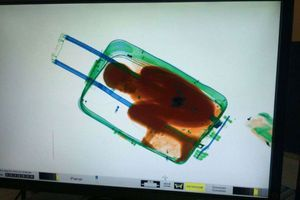 Un-petit-garcon-ivoirien-cache-dans-une-valise_article_landscape_pm_v8
