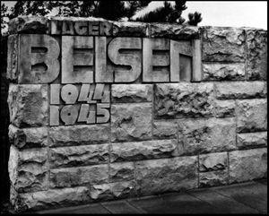 La pierre du Mémorial de Bergen-Belsen.