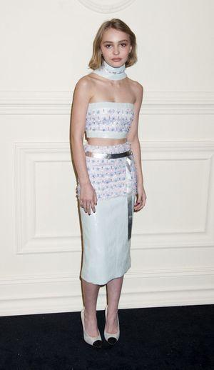lily-rose depp, au défilé Chanel, maison dont sa mère, Vanessa Paradis, est l'égérie depuis plus de vingt ans.
