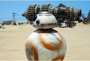 Un jeune fabrique le nouveau robot, BB-8