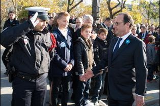 François Hollande sur les Champs-Elysées pour les commémorations du 11 novembre
