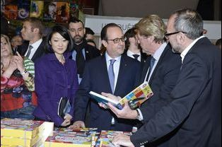 François Hollande et Fleur Pellerin au Salon du Livre de Paris