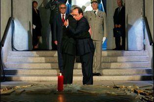 François Hollande et Joachim Gauck dans la crypte du monument du Hartmannswillerkopf
